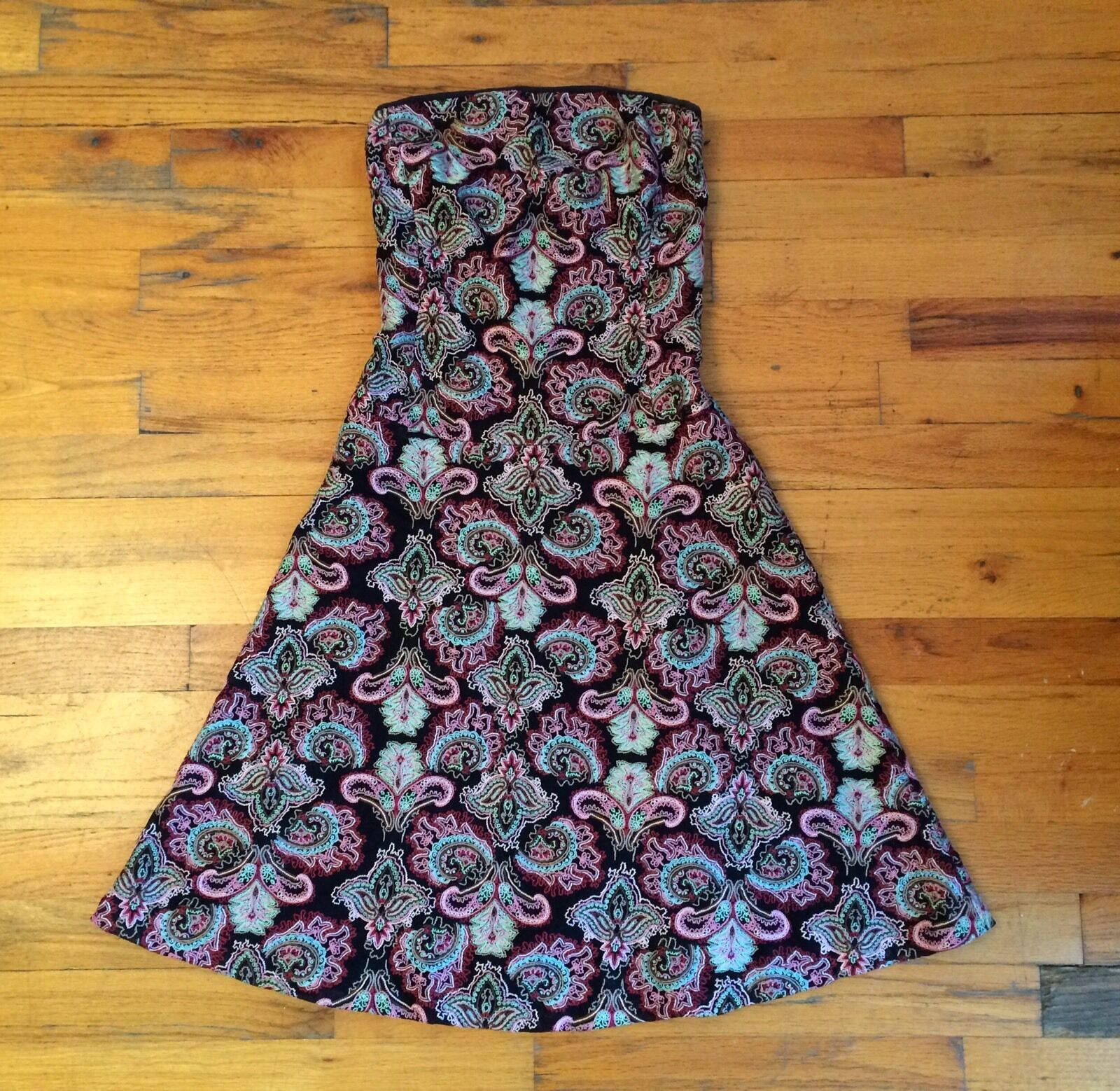 Tocca Strapless Embroidered Mesh 100% Silk Lining Strapless Dress Sz 2