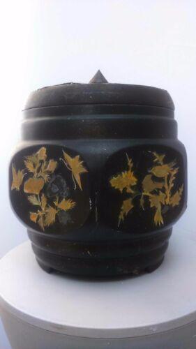 Old Asian wood item. Ancien vase Asie