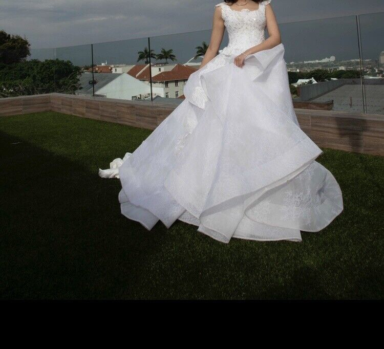 Wedding gown to hire