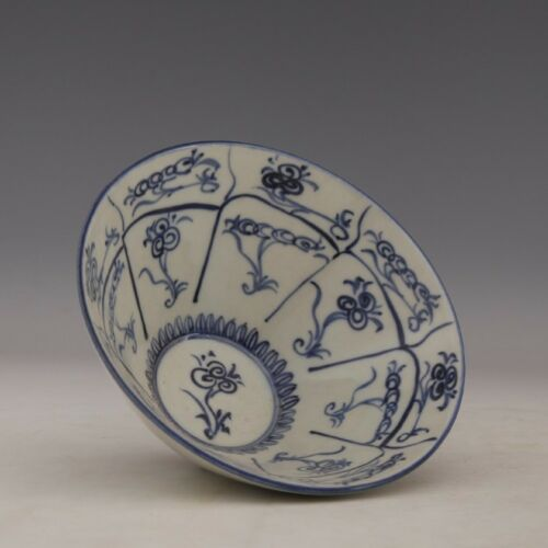 Chinese Old Marked Blue and White Flower Pattern Porcelain Bowl