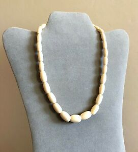 Vintage-Bovine-Bone-Necklace-Graduated-Smooth-Beads-Bone-Screw-Closure-18-5-034-J19
