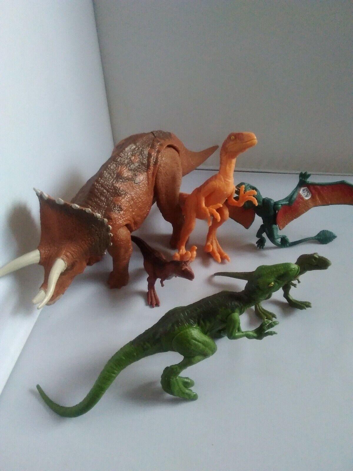 Jurrasic World World World Dinosaurs Lot includes Triceratops cd9f55