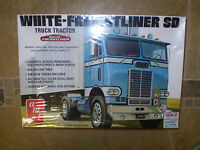 Amt White Freightliner Sd 1/25 Scale Super Detail Amt1004/06