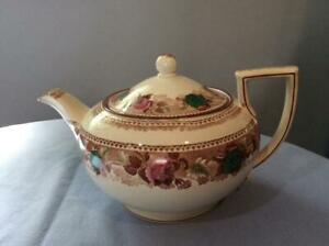 Wedgwood-floral-creamware-large-teapot-A2146