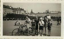 PHOTO ANCIENNE - VINTAGE SNAPSHOT - ENFANT GROUPE VÉLO TUILERIES PARIS - BIKE