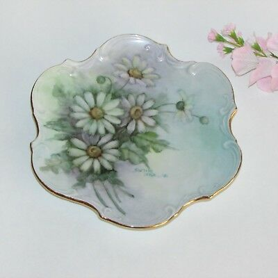 VINTAGE HAND PAINTED FLORAL COLLECTOR PLATE SIGNED DATED 1981 DAISIES DECORATIVE