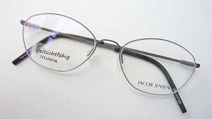 Titanbrille-Frauen-Gestell-nickelfrei-stabil-leicht-zierlich-Jacob-Jensen-size-S
