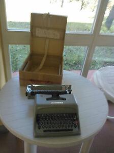 Macchina-da-scrivere-Olivetti-Studio-44-Vintage-con-Scatola-originale
