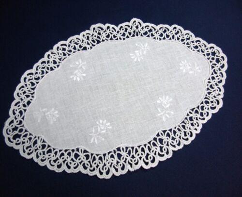 Nappe Occhi dentelle broderie à la main 19x30cm ovale coton blanc