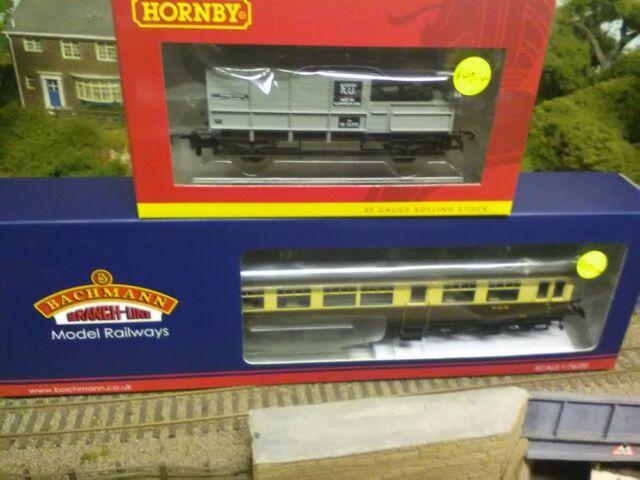 Bachmann 39-580 BR Auto trailer and Hornby R6694 BR brake van train pack BNIB