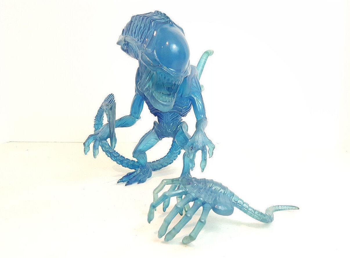 ThreeB PlasticArts Super Deformed Alien Vinyl Figure Translucent Blau Variant