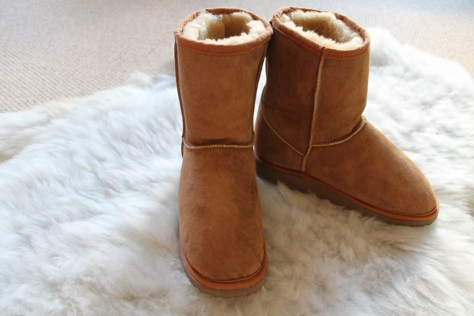 Ladies/Women's Genuine Classic Short Sheepskin Boots in Chestnut.