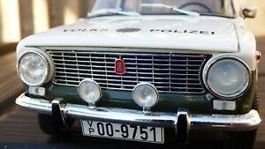 1-18-Lada-1200-Vaz-2101-Zhiguli-Volkspolizei-Alemania-Oriental-Policia-Coche-de-juguete
