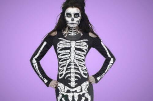 """Preferite il fascino del bianco e nero  Allora un """"simpatico"""" scheletro è  quello che fa per voi… Cercate un costume da scheletro già fatto 6357e6a7558f"""