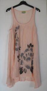 Avocado-Robe-de-plage-transparente-rose-pale-fleurs-imprime-gris-et-noir-38