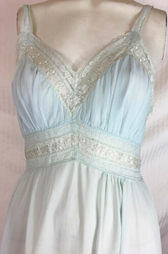 32 Vintage 40s 50s Seamprufe Pale Blue Nylon Gown