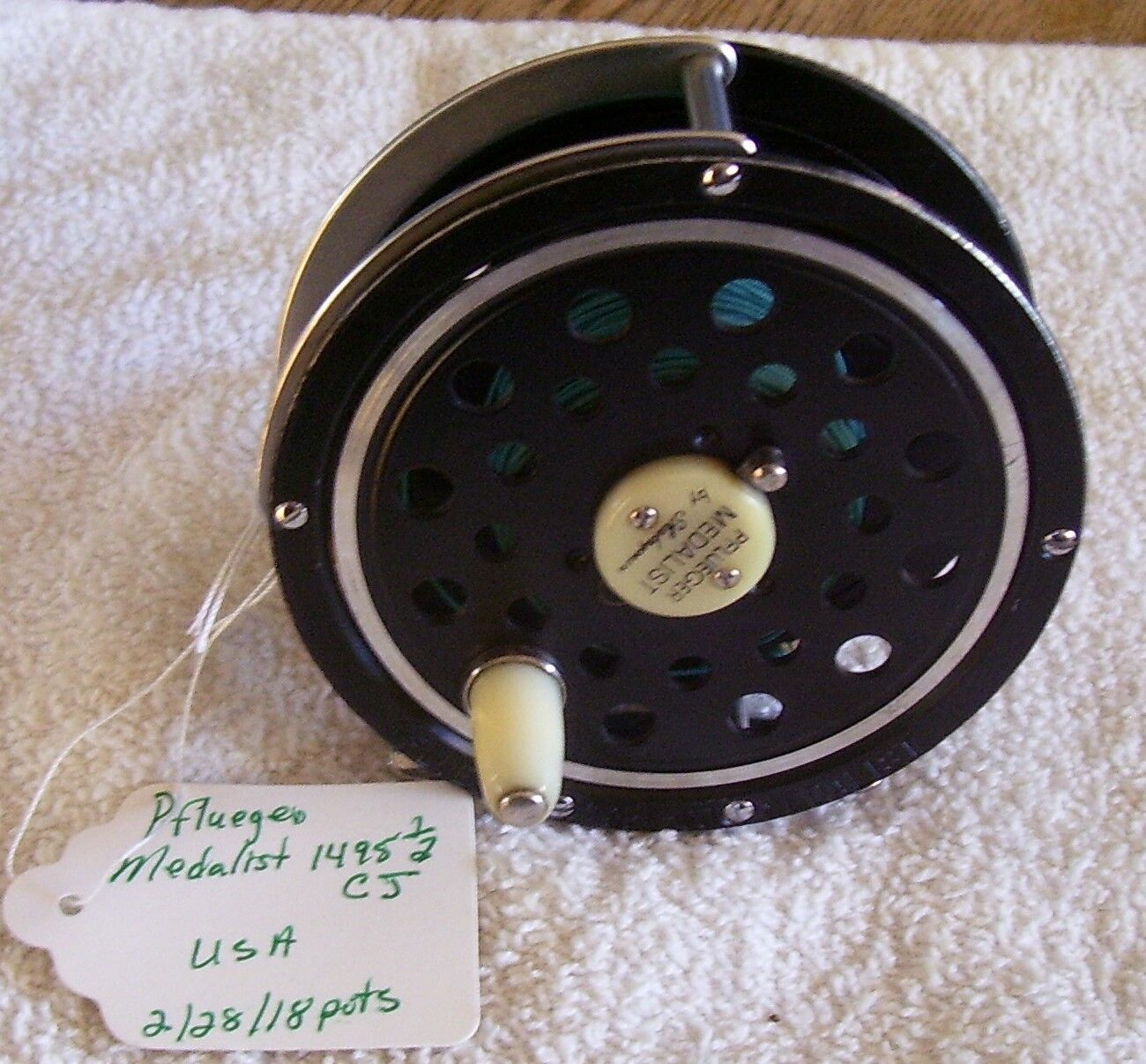 PFLUEGER MEDALIST 1495 1 2 FLY REEL 3-5 8  X 1-3 8    TAG IS WRONG MADE IN JAPAN