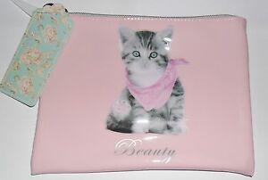 Kitsch-Beauty-Case-Pink-Make-Up-Bag-Grey-Kitten-High-Shine-20-x-15-cm
