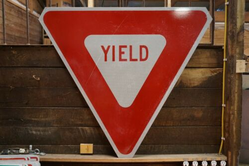 """RED /& WHITE HEAVY GAUGE STEEL MAN CAVE DECOR REAL ROAD SIGN YIELD 40/"""" X 40/"""""""