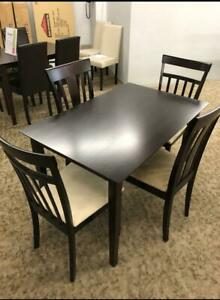 2 ensembles de salle à manger, chaise en bois ou similicuir, NEUF / FaceTime Sherbrooke Québec Preview