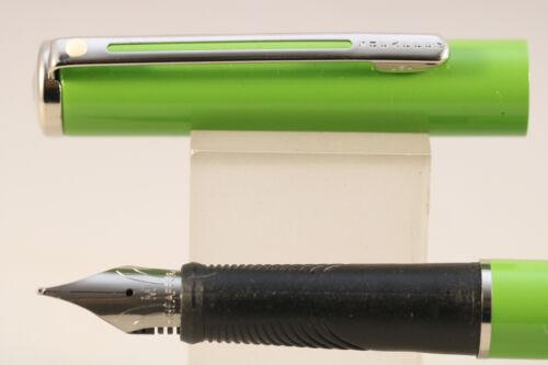 NT NOS Sheaffer Agio Lacquered Lime Green Medium Fountain Pen