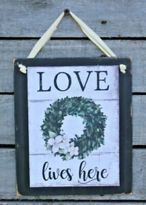 Love-Lives-Here-Hanging-Wall-Sign-Plaque-Primitive-Rustic-Farmhouse