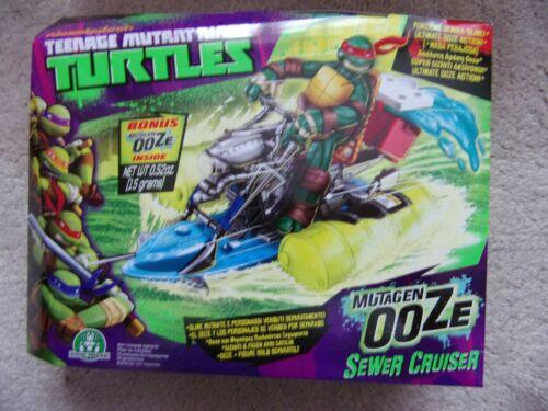 Teenage Mutant Ninja Turtles Mutagen vase goutte hélicoptère et Sewer Cruiser véhicule
