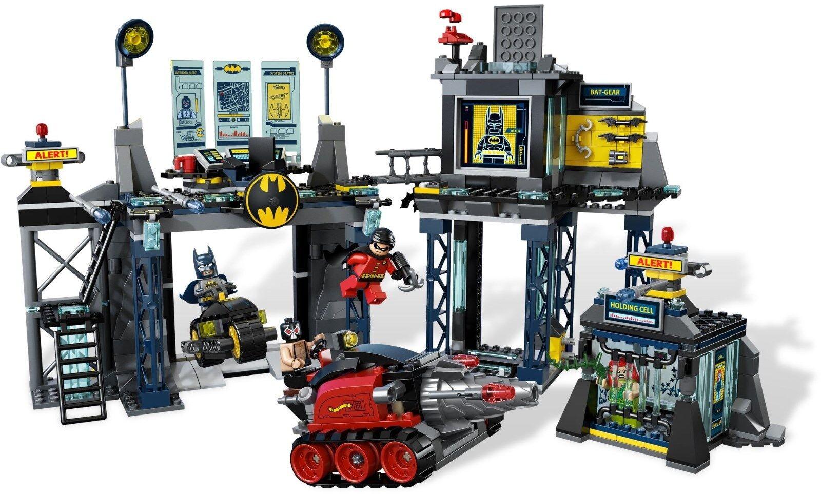 6860 LEGO The Batcave w/ 5 minifigs  Robin, Poison Ivy, Bane, Bruce Wayne  - Nuovo