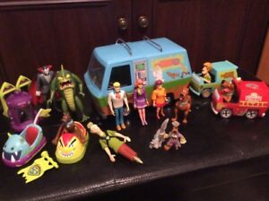 big-collection-of-scooby-doo-toys-and-pieces