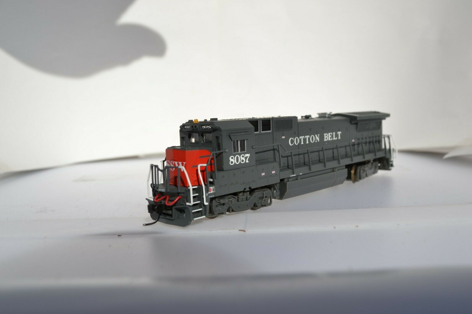 N Scale Atlas B40-8 UNIT SOUTHERN PACIFIC SP BLOODY NOSE GREY AND RED