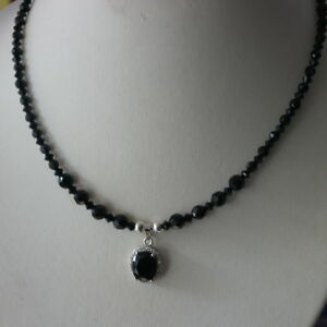 Beautiful-Necklace-With-Faceted-Onyx-16-034-Inches-Long-Pendant-In-Gift-Box