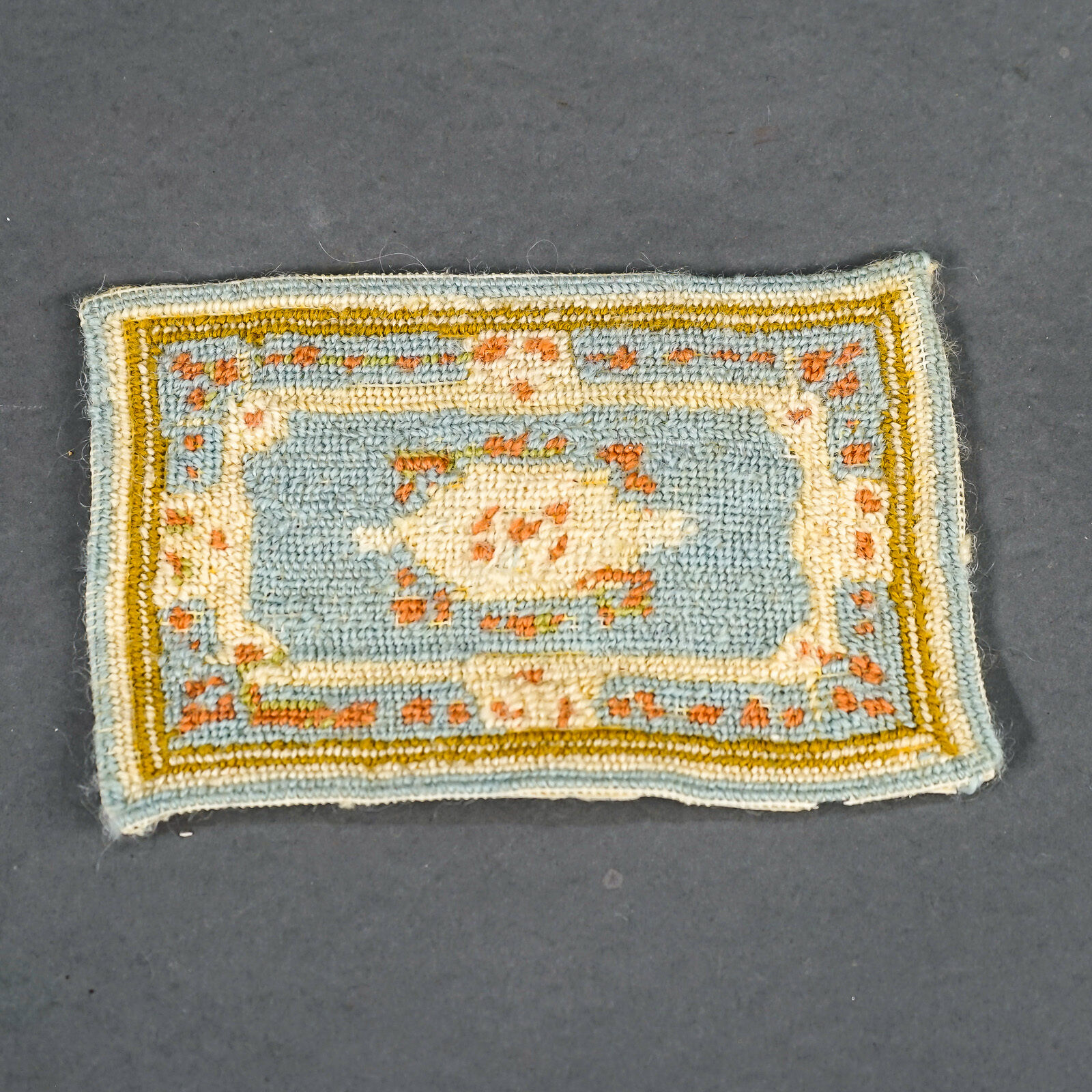 Vintage bambolahouse Furniture Rug He-fatto Petit-Point Needlepoint 5.5  x 3.5