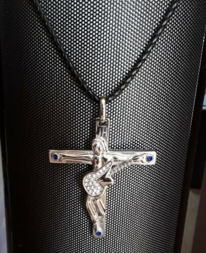 Johnny Hallyday-pendentif Croix  guitare,initiale et Dates gravées dos 7cm x 6cm