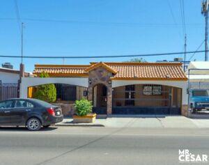 Se vende Casa para Local Comercial en calle Reyes casi esquina con Periferico Norte