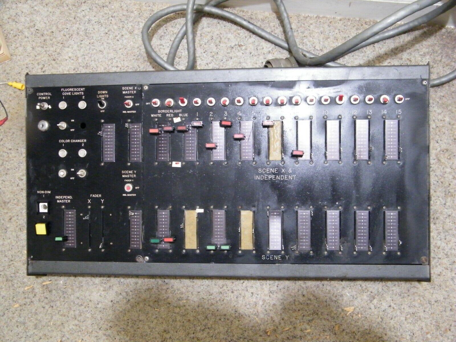 Professionelle DJ Stage Theater Lighting Controller Light Board Controls Spotlight