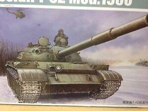 KIT-MAQUETA-RUSSIAN-T-62-MOD-1960-1-35-TRUMPETER-01546