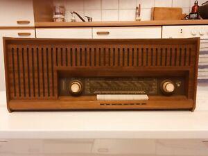 Blaupunktradio-aus-den-60ziger-Jahren-Nussbaum-Holz-Das-elektrische-Grammophon