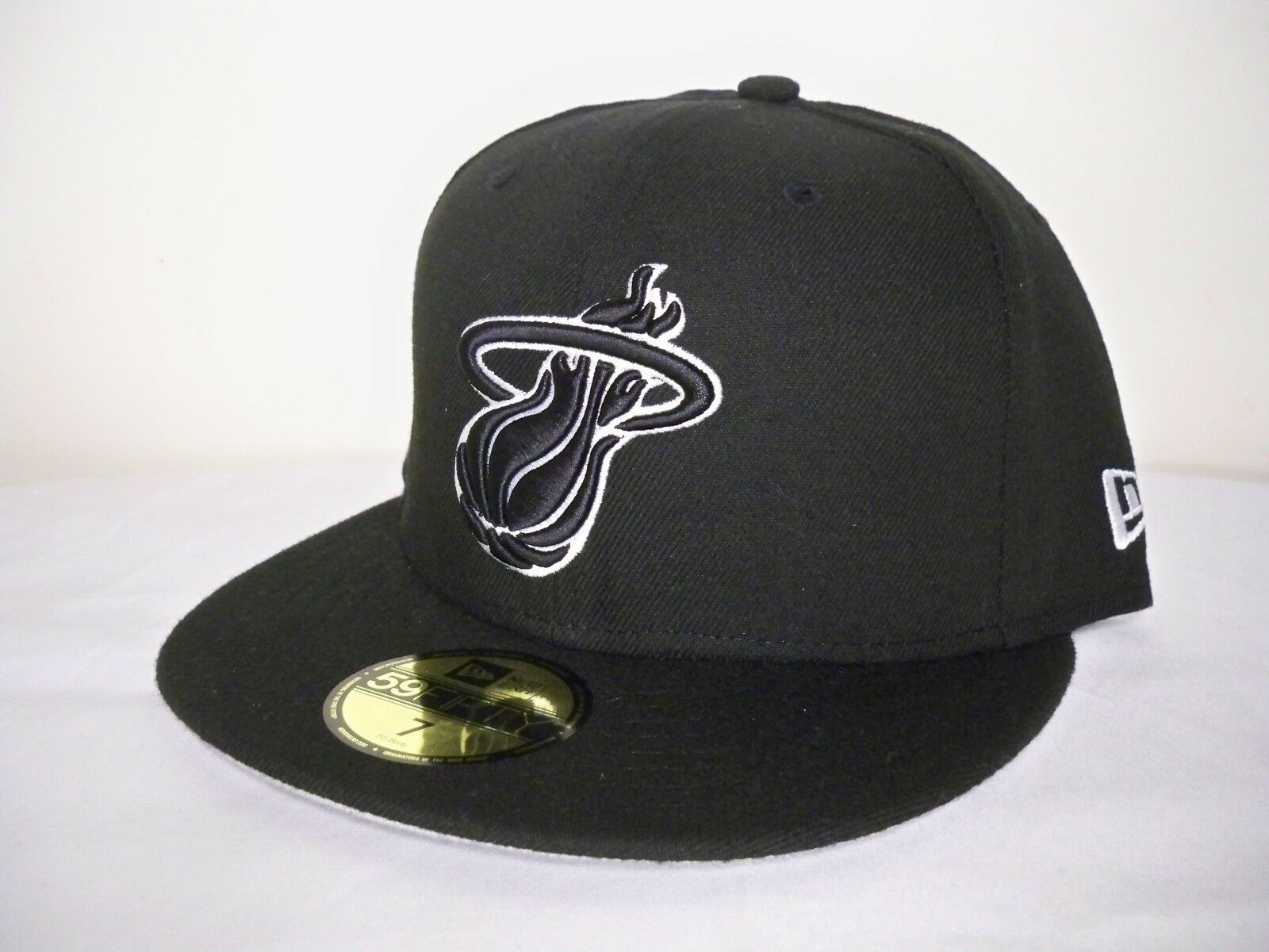 New Era 59FIFTY Miami Heat NBA Fitted Authentic Fitted NBA Black/White Cap 3a5363