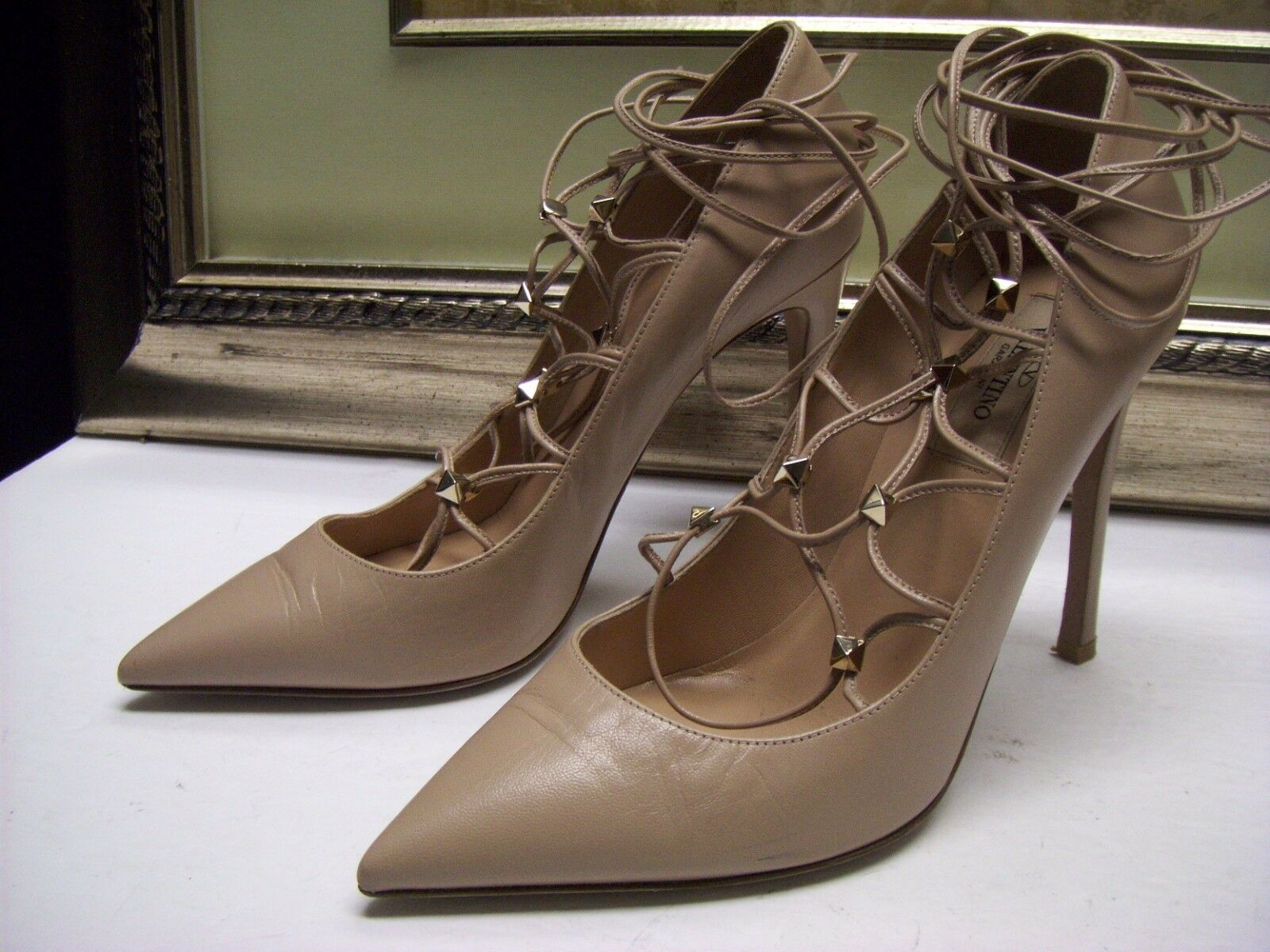 Authentic Valentino Rockstud Leather Lace-Up Pump Pump Pump chaussures Beige Couleur Taille 37  995 a1235a