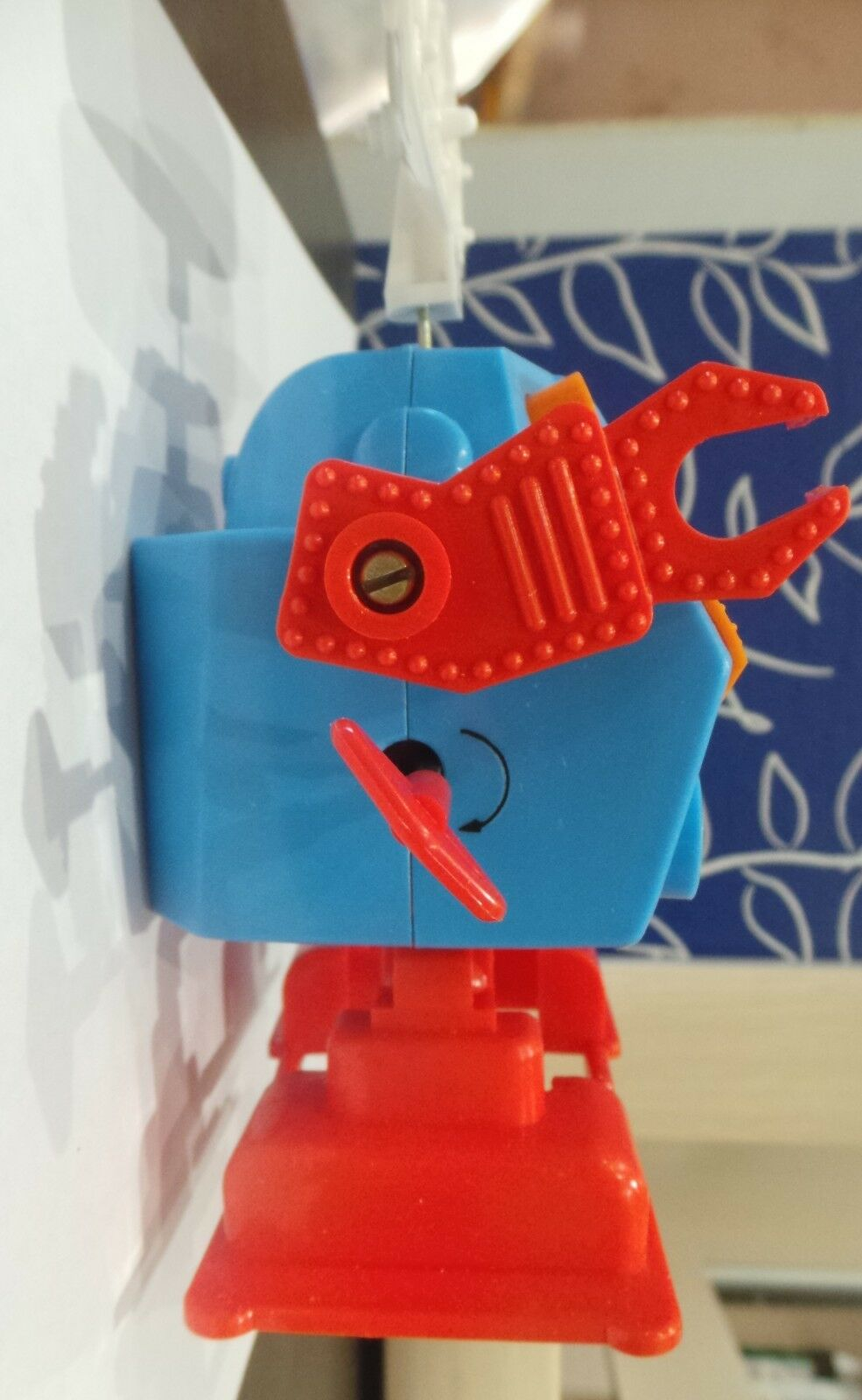 USSR RUSSIAN SOVIET RARE VINTAGE WIND UP SPACE TOY ROBOT ROBOT ROBOT PLASTIC WORKING KEY 573f14