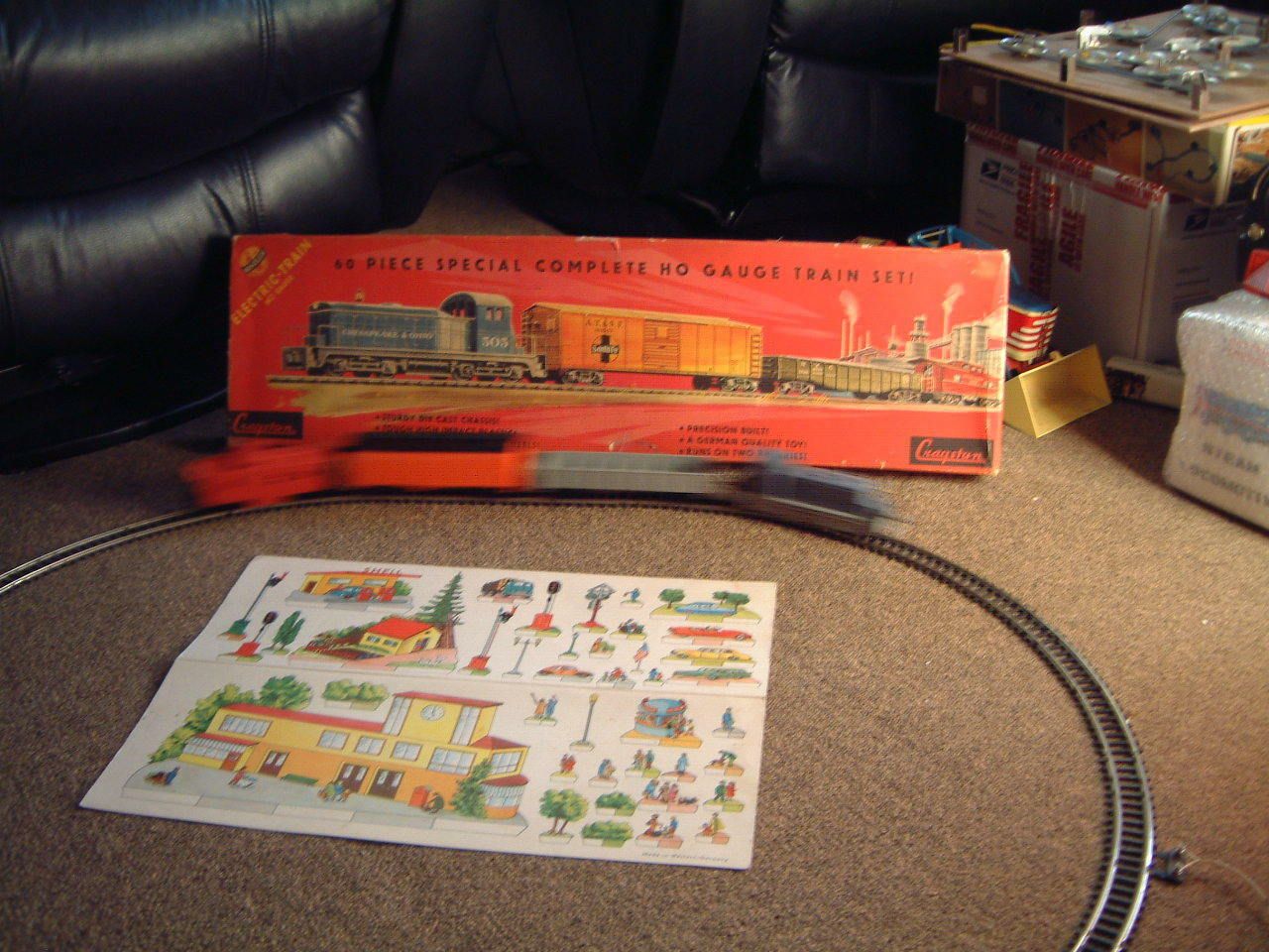 VINTAGE CRAGSTAN B O TRAIN MADE BY DISTLER. COMPLETE WORKS W ALL 60 PIECES & BOX
