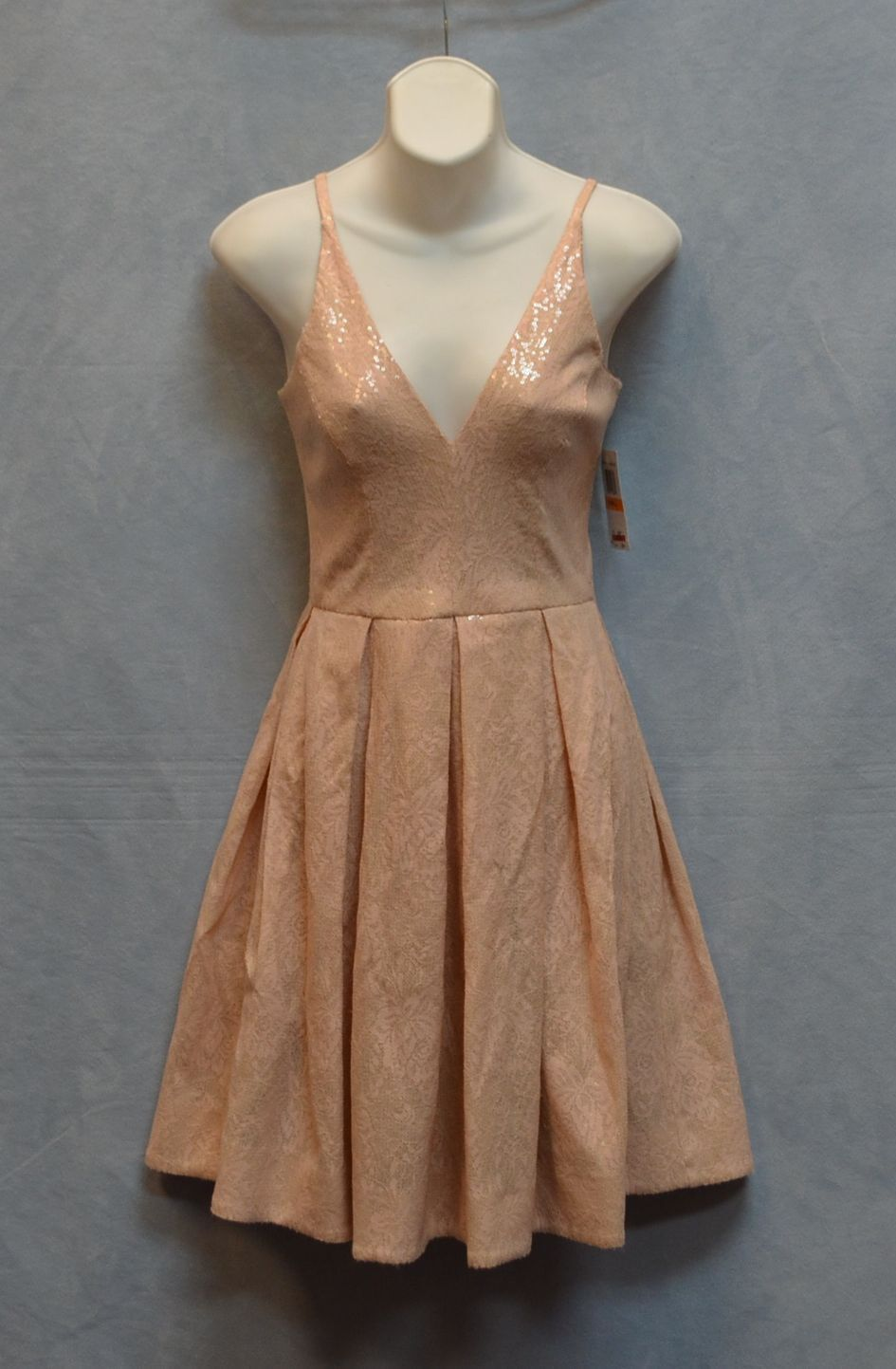 C0 NWT DRESS THE POPULATION Pink Nude Sequin Flare Pleated Mini Dress Sz S