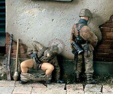 "Verlinden 1/35 ""Things to Do"" German Soldiers Poop and Pee WWII (2 Figures) 1472"