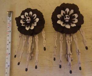 1 pair of hair clips