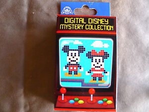 ANIMAL KINGDOM MICKEY /& FRIENDS New in Box  2-Pin Mystery Box Disney