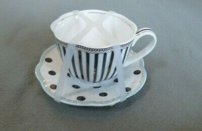 FREE SH GRACE/'S TEAWARE WHITE WITH BLUE FLOWER GOLD ACCENTS TEA CUP /&SAUCER NEW