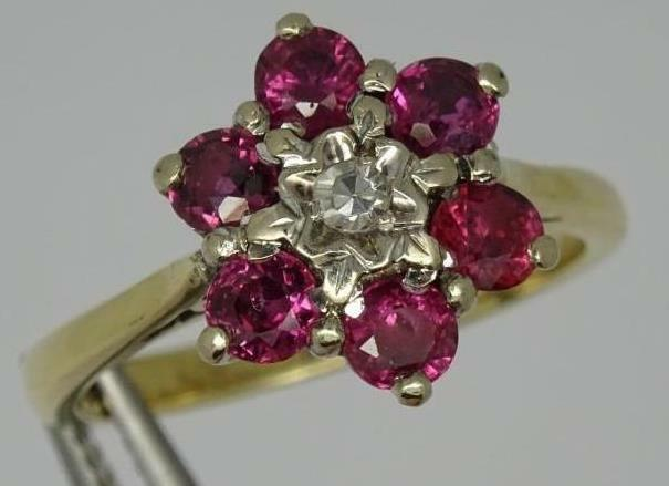 Beautiful 18ct Yellow gold 1.00ct Ruby & 0.04ct Diamond Daisy Design Ring