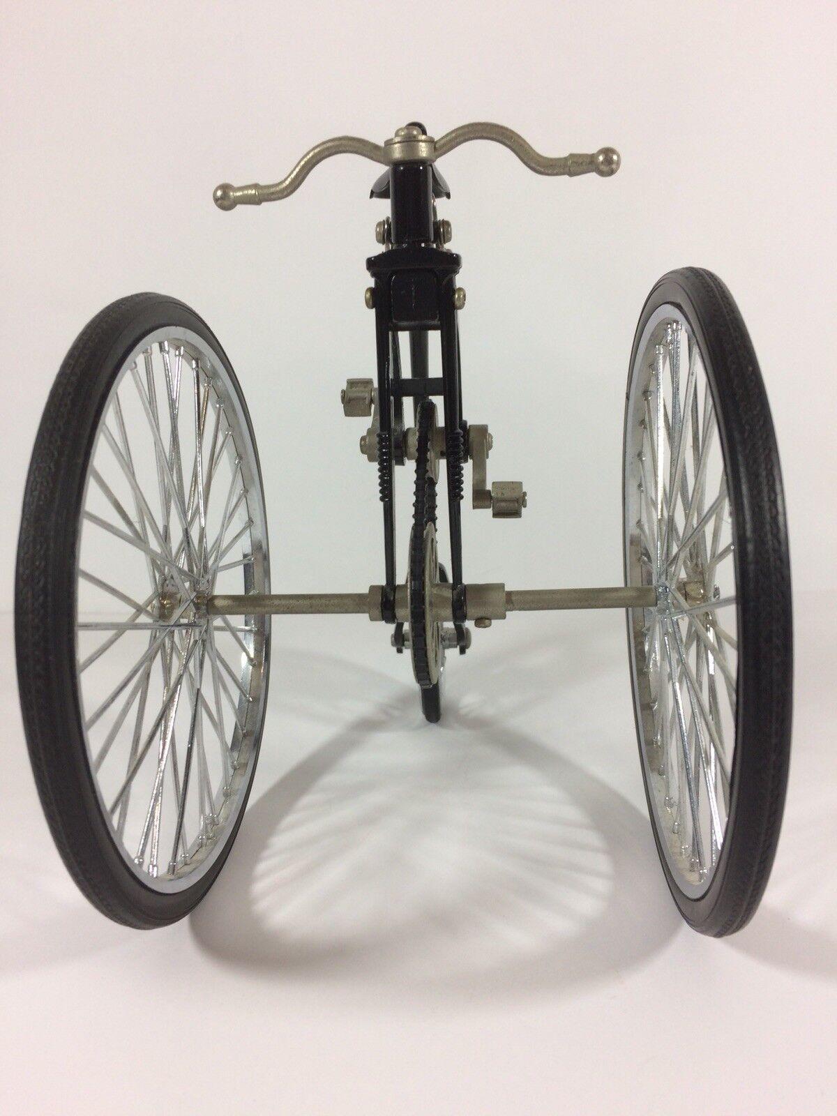 Dekorative miniatur sterben - mit penny farthings fahrrad.