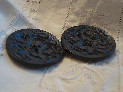 3439 MERCERIE ANCIENNE   BOUTON  VINTAGE bleu relief 4 cm