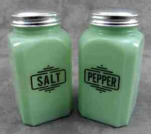 JADEITE GREEN GLASS ART DECO LINE SALT & PEPPER SHAKER SET ~ RANGE SIZE ~